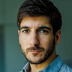 Dario Sarmadi, Twitter